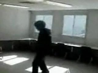 Skrytá kamera - Policajt ukradne dietaťu lízatko