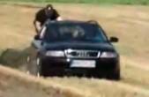 Policajt sa pomstí dieťaťu